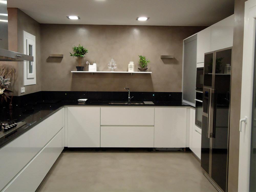 Suelos para cocinas modernas microcemento for Cocinas integrales modernas
